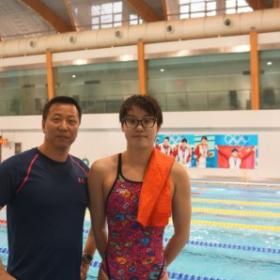 "付园慧: 2013年获得女子50米仰泳以27秒22的成绩世界锦 标赛的亚军,该成绩排列世界第一名,100米仰泳第四名。 Fu yuanhui: Women's 50m backstroke the time is 27""22 win the silver medal in world swimming championship 2013. The time is ranking gold medal."